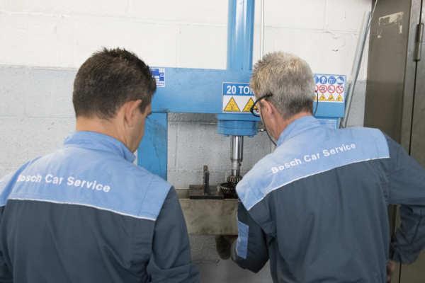 tecnici-esperti-certificati-bosch-car-service